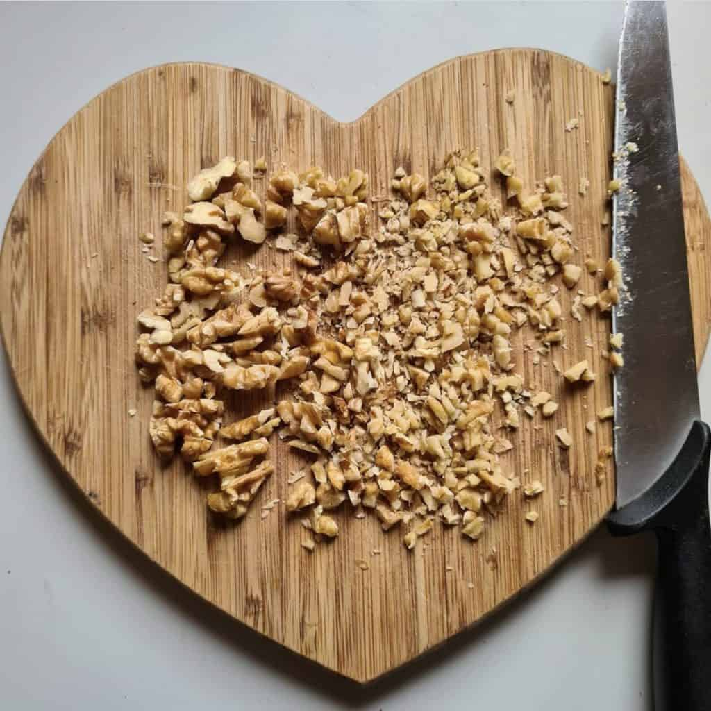 coarsely chop walnuts with a best nut chopper