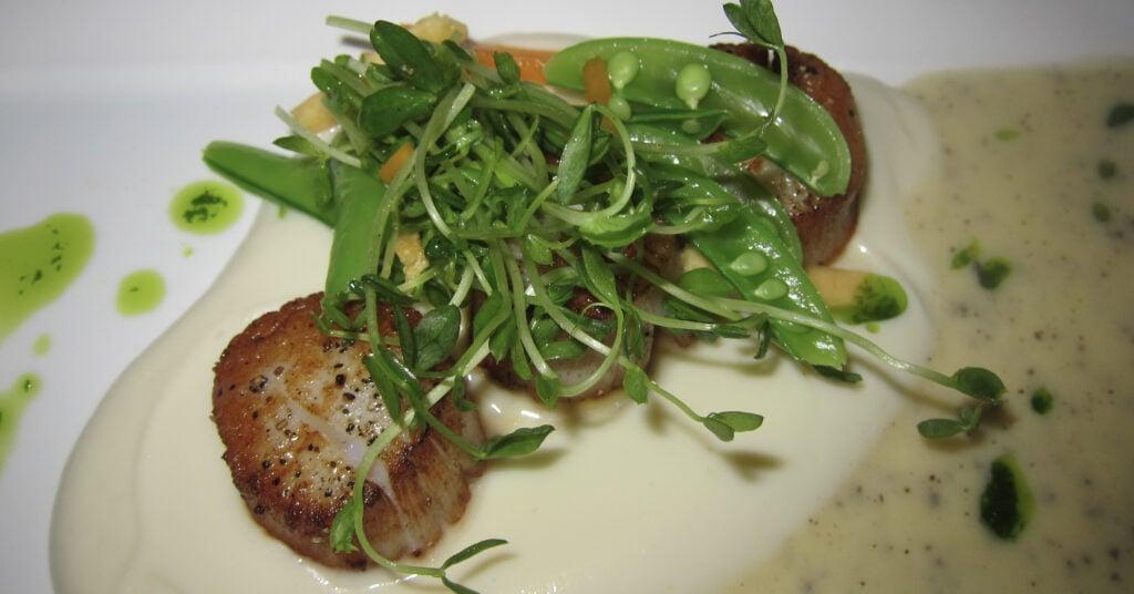 sear vs saute is better for scallops